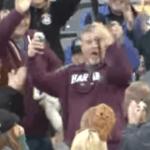 【youtube】野球の試合中に飛んできたバットを片手でキャッチ!